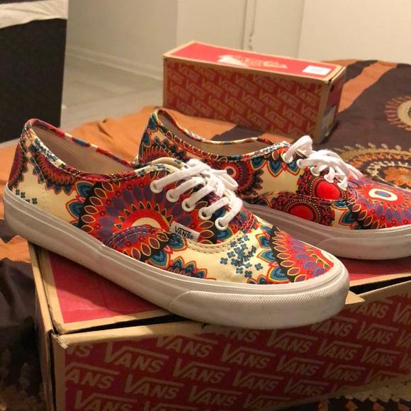 3002916c3c Vans floral authentic slim sneakers. M 5a9f662c85e605d53945a98c